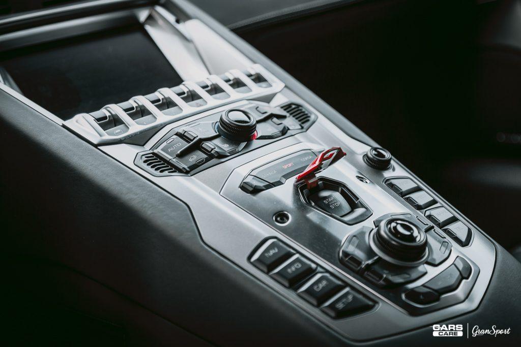 Lamborghini Aventador - detailing i czyszczenie wnętrza - carscare.pl