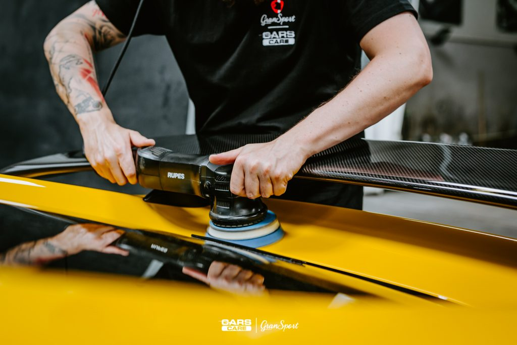 Usuwanie rys z lakieru samochodowego Poznań | Cars Care
