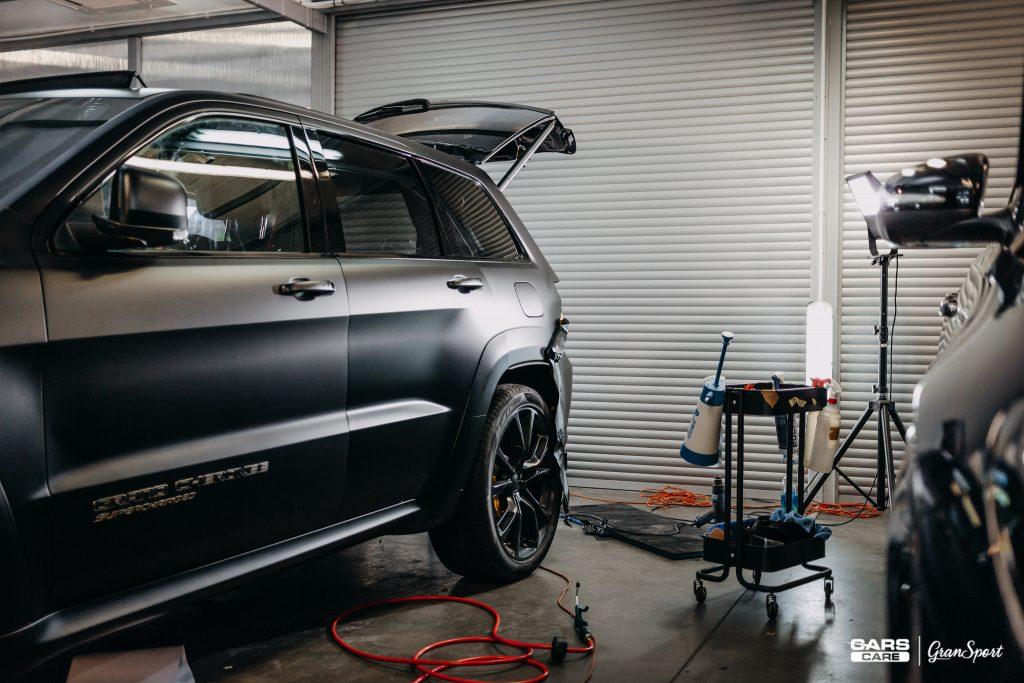 Jeep Grand Cherokee Trackhawk - Zmiana koloru auta folią - carscare.pl