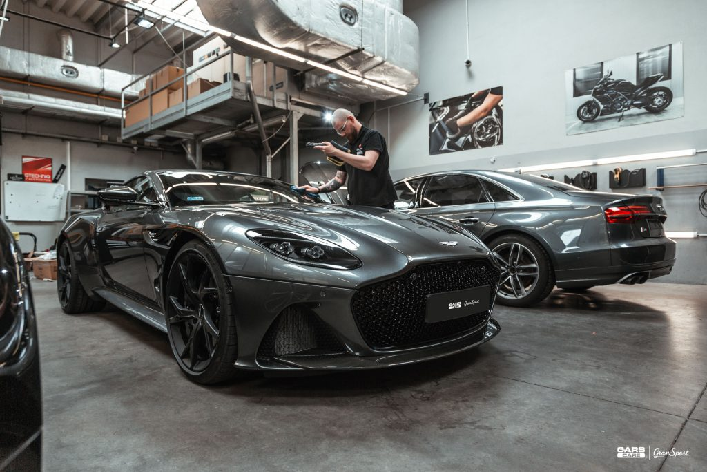 Aston Martin DBS - Zabezpieczenie auta bezbarwną folią ochronną - carscare.pl