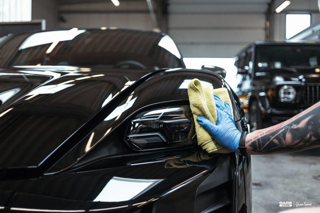 Porsche Taycan Turbo S - Zabezpieczenie auta bezbarwną folią ochronną - carscare.pl