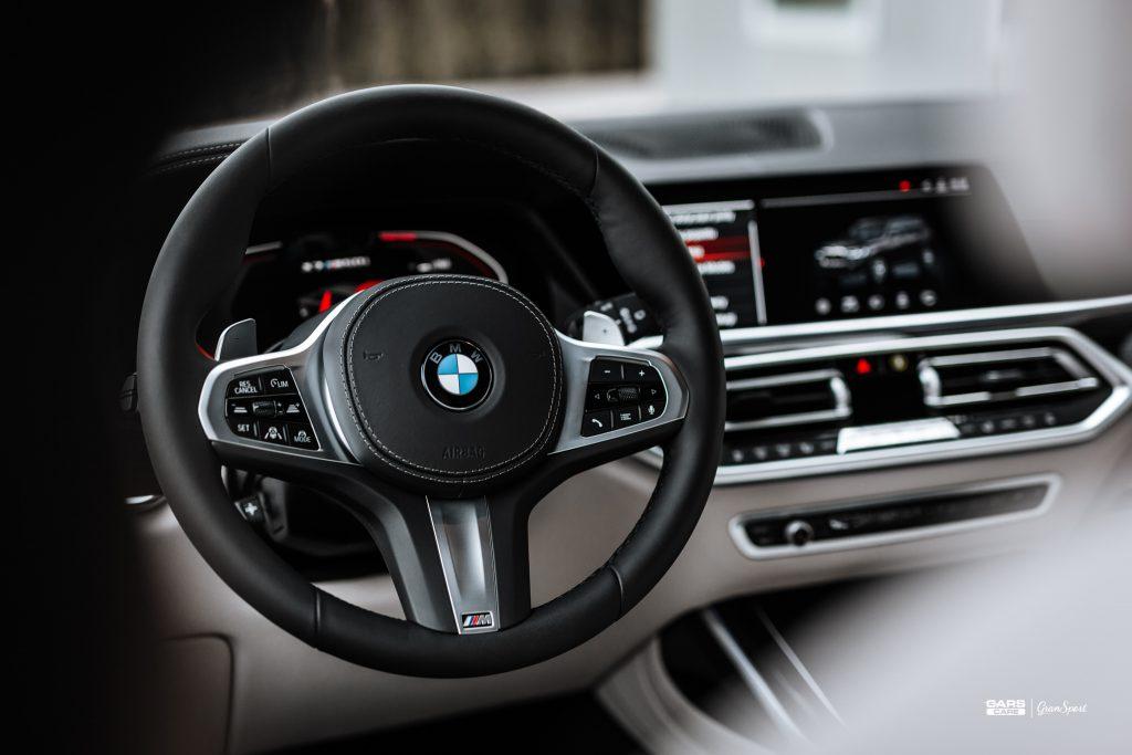 BMW X7 M50i - Zabezpieczenie auta bezbarwną folią ochronną - carscare.pl