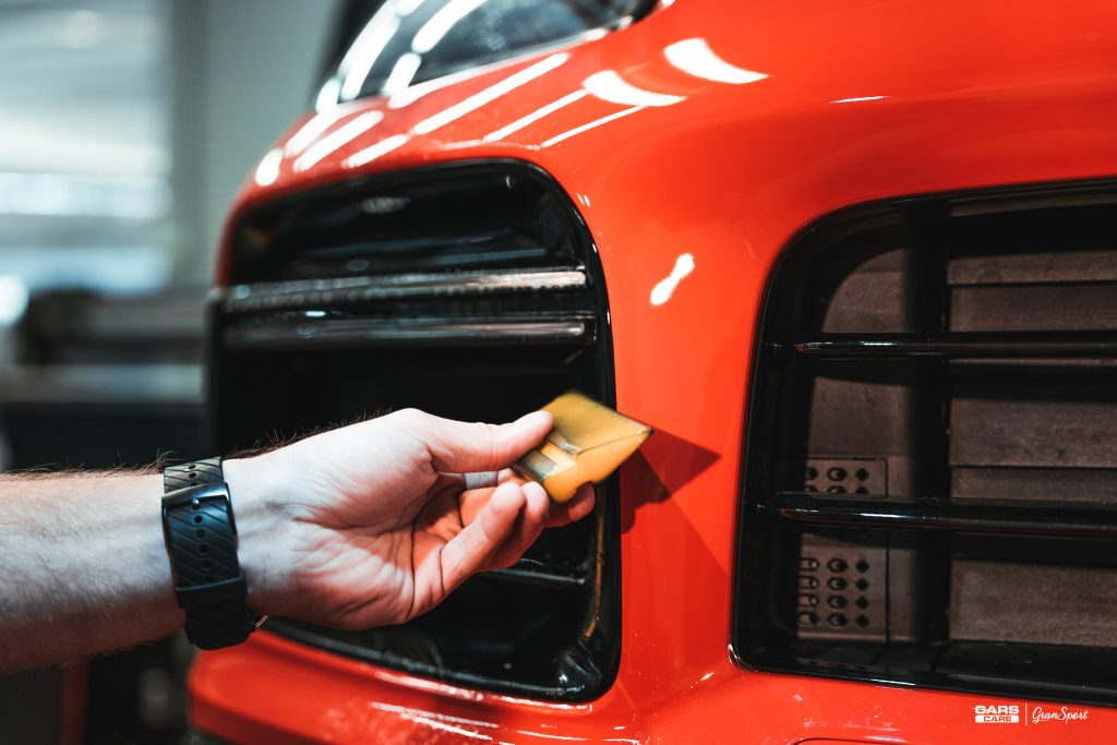 Porsche Cayenne Turbo Coupe - Zabezpieczenie auta bezbarwną folią ochronną - carscare.pl