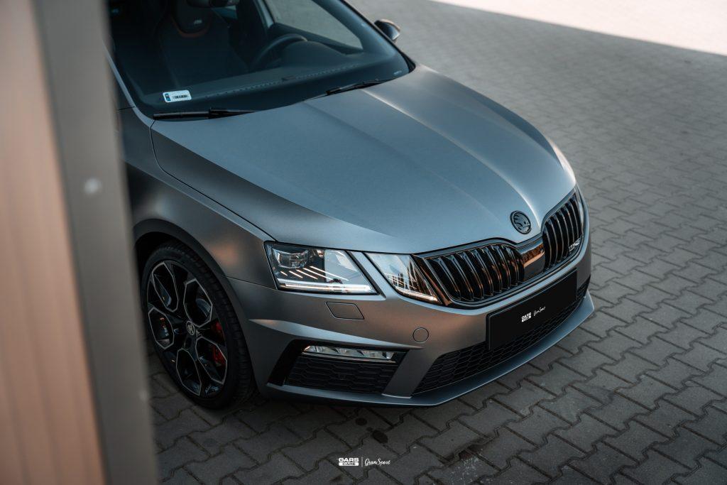 Skoda Octavia RS - Zmiana koloru auta folią - carscare.pl
