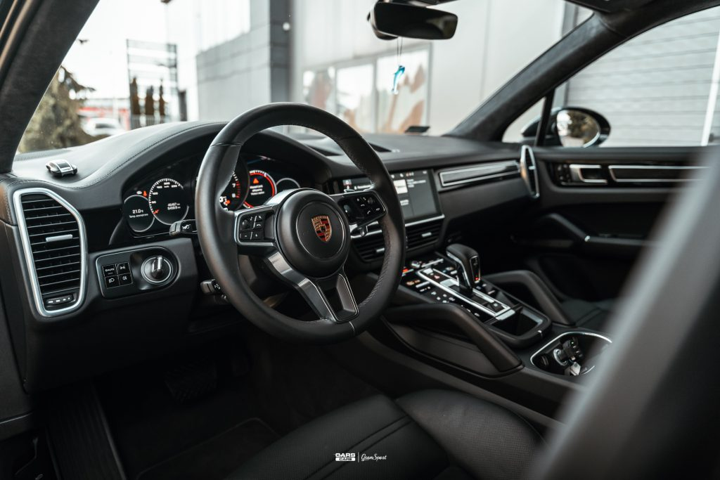Porsche Cayenne Turbo - Zabezpieczenie auta bezbarwną folią ochronną - carscare.pl