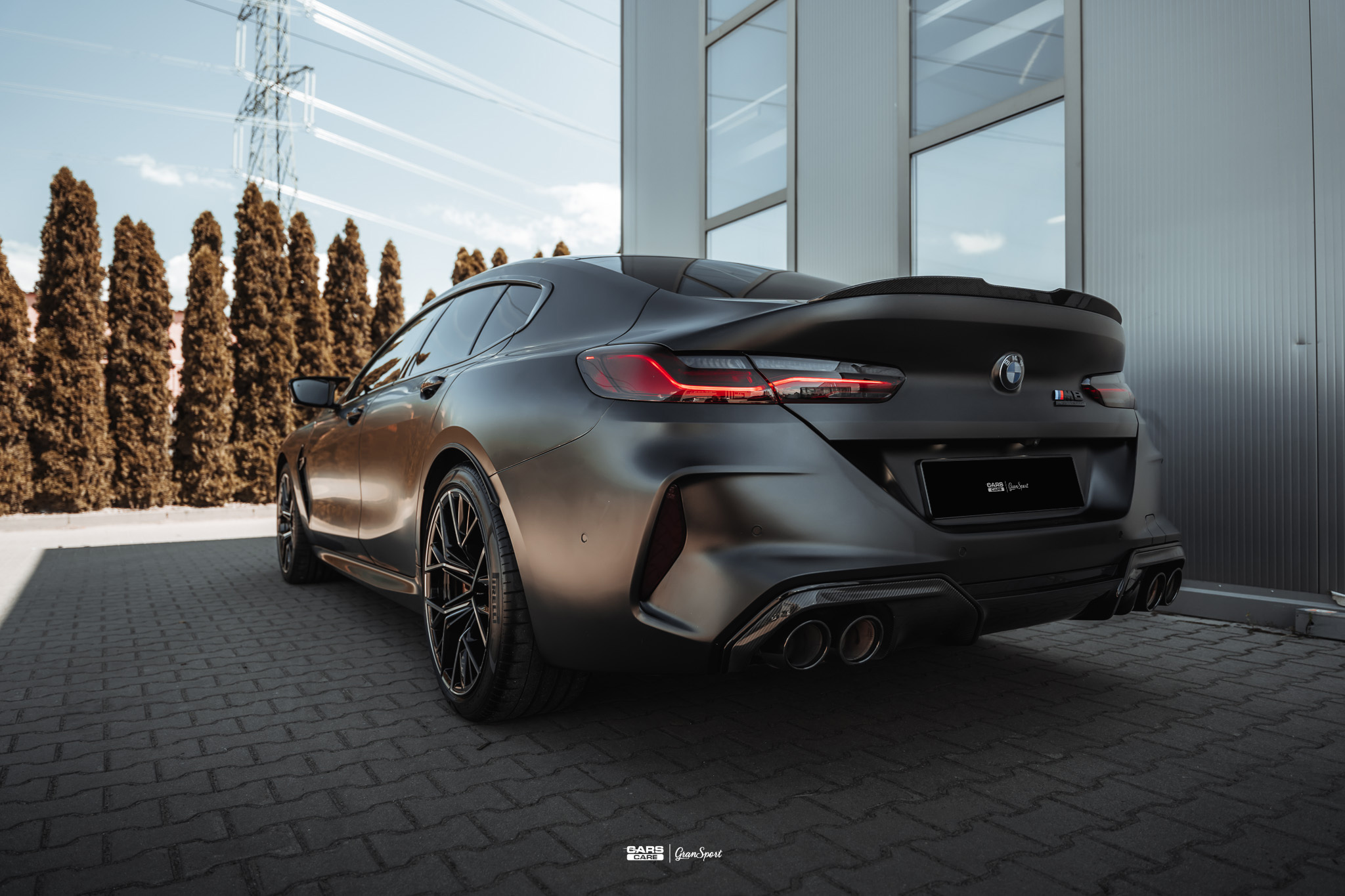 BMW M8 - Zabezpieczenie auta bezbarwną folią ochronną - carscare.pl